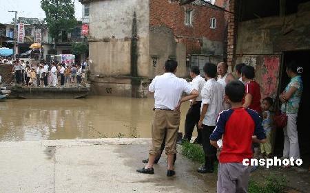 湖北洪灾已致30人死亡9人失踪