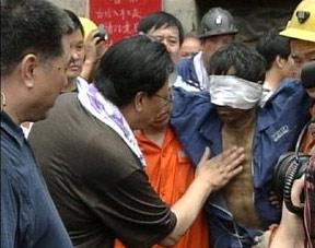 河南煤矿事故救援细节:是否送氧曾引发争执