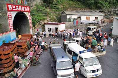 湖北隧道透水事故43人被救出其中1人死亡