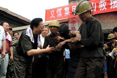河南支建煤矿69名矿工井下生死76小时(组图)