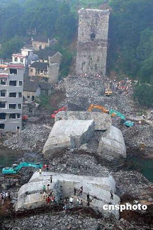 湖南凤凰桥梁坍塌事故致29人死亡