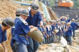 山东煤矿溃水口推入20辆大卡车(图)