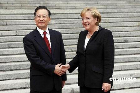 温家宝与默克尔会谈两国将发起德中同行活动
