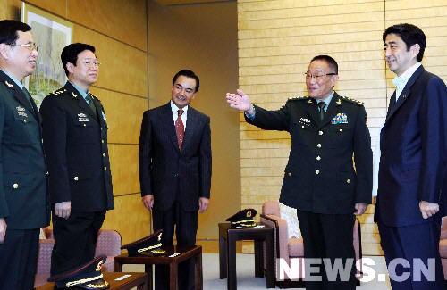 国防部长曹刚川会见日本外相町村信