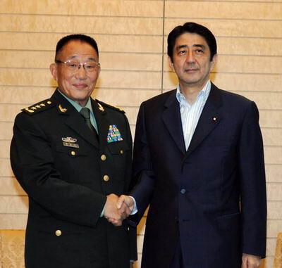 中日防务部门发表联合公报中国舰队年底访日