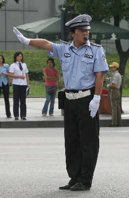 交警下月起新手势指挥交通(组图)