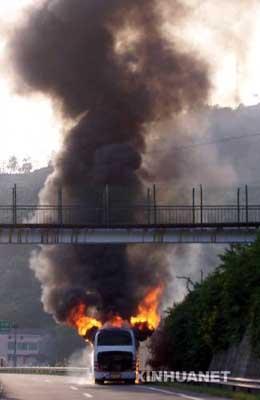 重庆客车燃烧事故起火源基本确定来自乘客行李