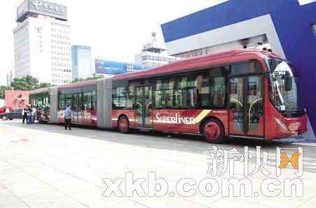 巨无霸公交车