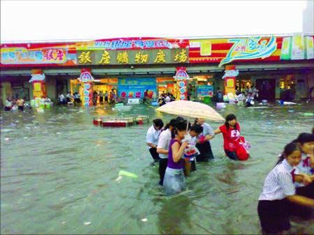 济南女网友参与暴雨灾情讨论被拘引争议(图)