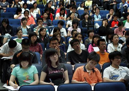 图文:香港理工大学内地大学生们在上课