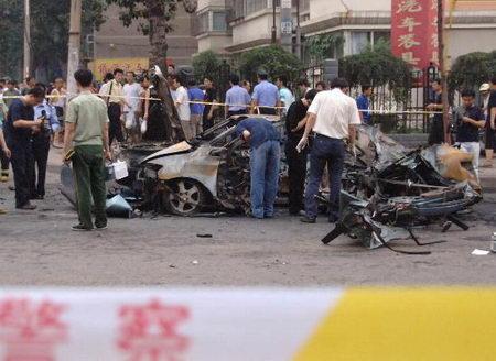 济南市区发生轿车爆炸事故1死1伤(图)