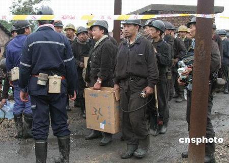 组图:河南陕县矿难营救队员整装待发
