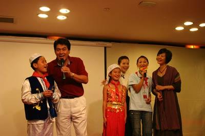 图文:朱时茂与山村师生同台演出