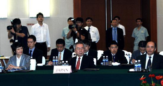 图文:日本代表团在六方会谈会议上
