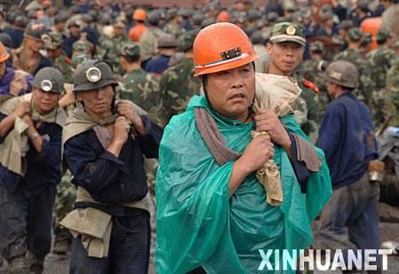 组图:山东新泰煤矿发生溃水事故171人失踪