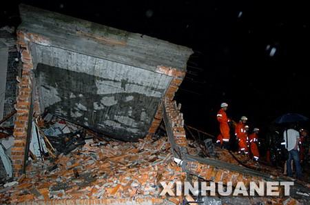 浙江苍南遭龙卷风式强风袭击9死62伤(图)