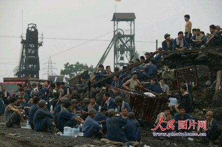 山东溃水煤矿172名被困矿工生还希望渺茫