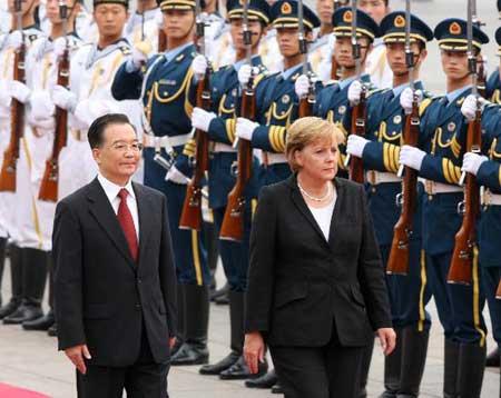 图文:温家宝举行仪式欢迎德国总理默克尔访华