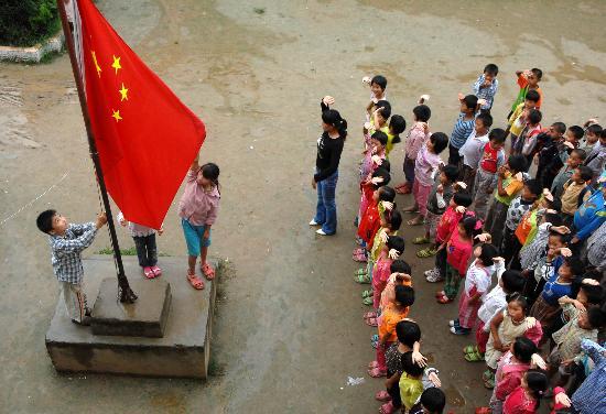小学生升国旗