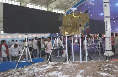 嫦娥一号卫星模型首次亮相(组图)