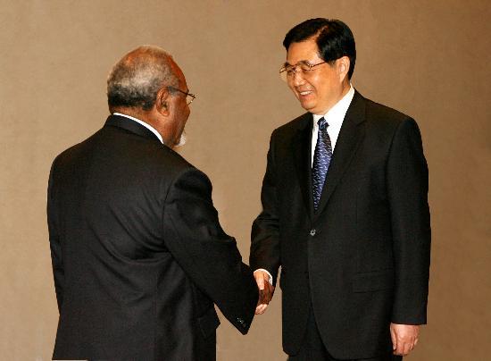 图文:胡锦涛会见巴布亚新几内亚总理索马雷