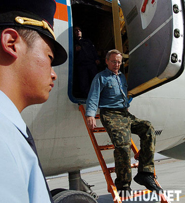 组图:俄罗斯救援机抵达新疆搜寻6名失踪者