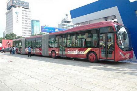 组图:杭州出现可载300人巨无霸公交车