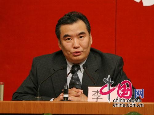图文:国务院新闻办公室副主任李冰主持招待会