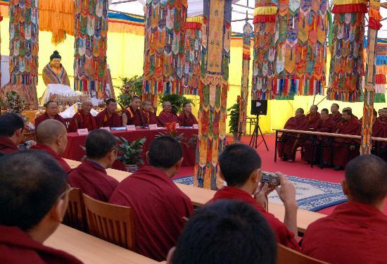 组图:藏传佛教高级学衔论文答辩考试在京举行