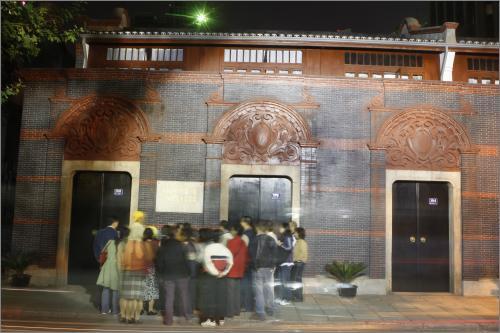 ...中共一大会址   2007r年10月14日晚,中国共产党十七大召开前...