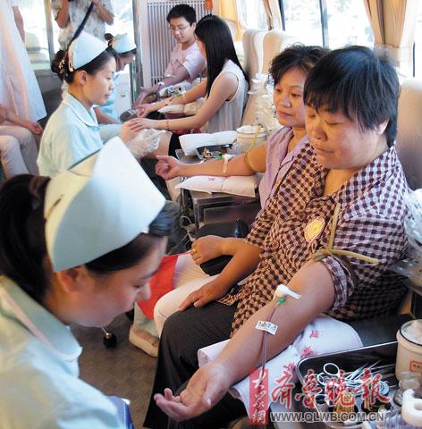 狠撸撸成人视频网_五百员工撸袖献血
