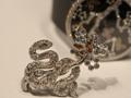 卡地亚蛇形胸针珠宝表