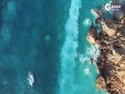 航拍罕见海底火山喷发 烟雾熔岩涌至海岸线
