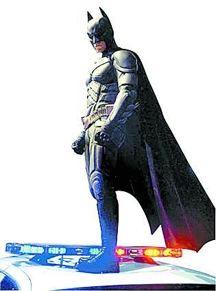 在美国开拍,蝙蝠侠的全新战衣和战车也相继曝光