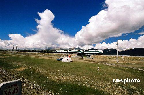 青藏铁路:穿越世界顶级自然画廊一路彰显美丽