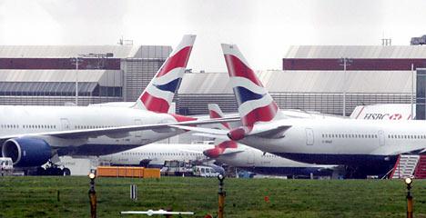 英国伦敦希思罗机场飞机相撞 两机300余乘客受惊吓