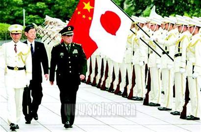 安倍会见曹刚川我防长检阅日本自卫队