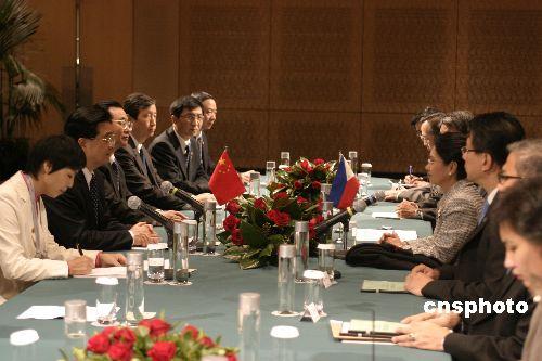 图:胡锦涛会见菲律宾总统阿罗约
