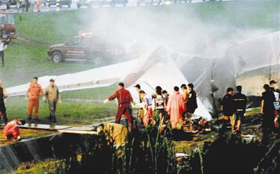图文:泰国客机普吉岛爆炸起火