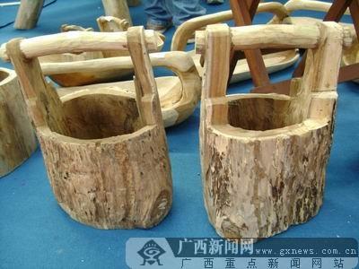 [图说博览会]化腐朽为神奇 树根也成工艺品