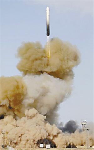 俄罗斯成功试射洲际弹道导弹