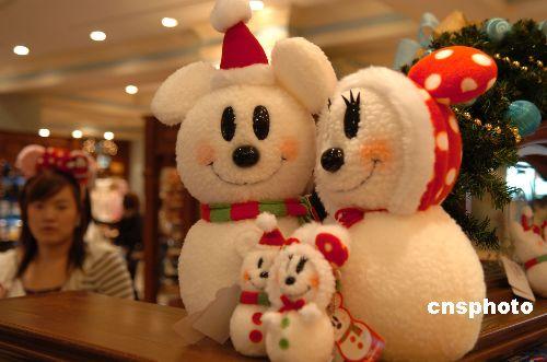 图:东京迪斯尼乐园提前预热圣诞氛围(2)