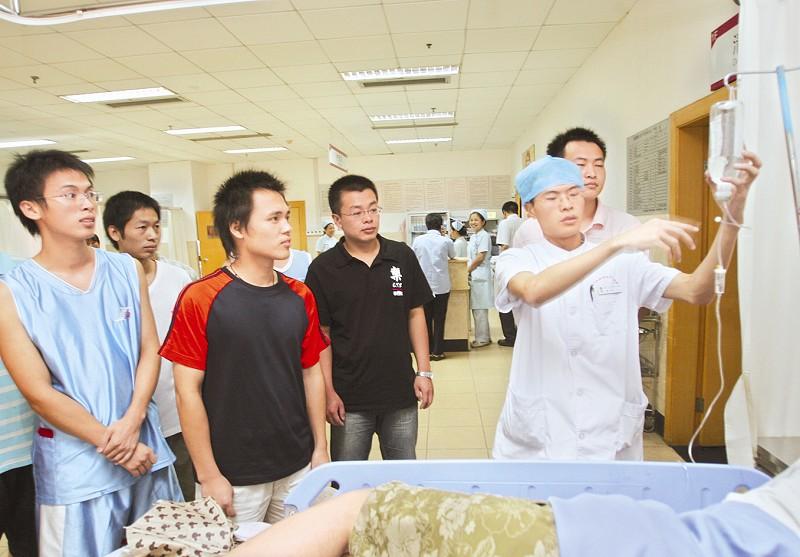 厦门中山医院新增11名男护士