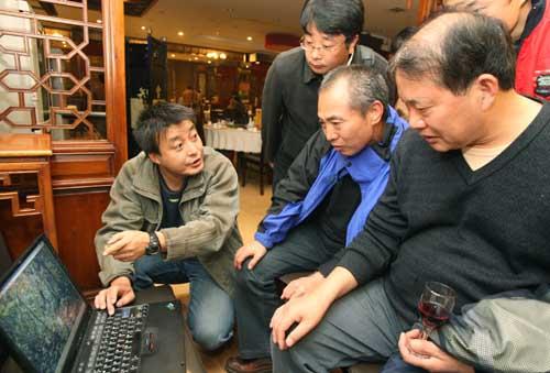 华南虎照片遭质疑拍摄者称是冒死拍的