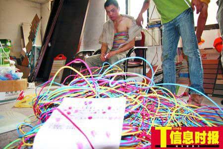 男子将近百斤电缆捆在身上实施盗窃(组图)