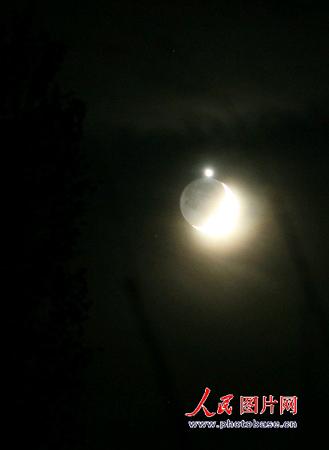 新疆和静地区出现金星合月天象(组图)