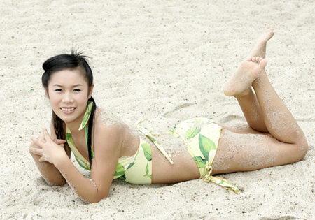 图文:夏日泳装美女