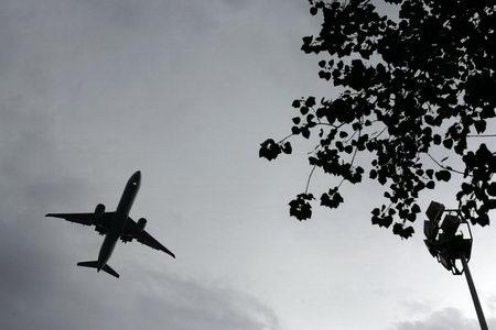 图文:城市表情之飞机掠过