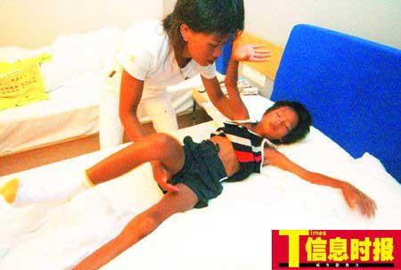 记者跟踪记录8岁女孩跑步进京过程(组图)