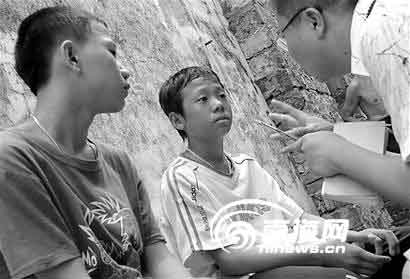16岁少年为救溺水同伴献身(组图)